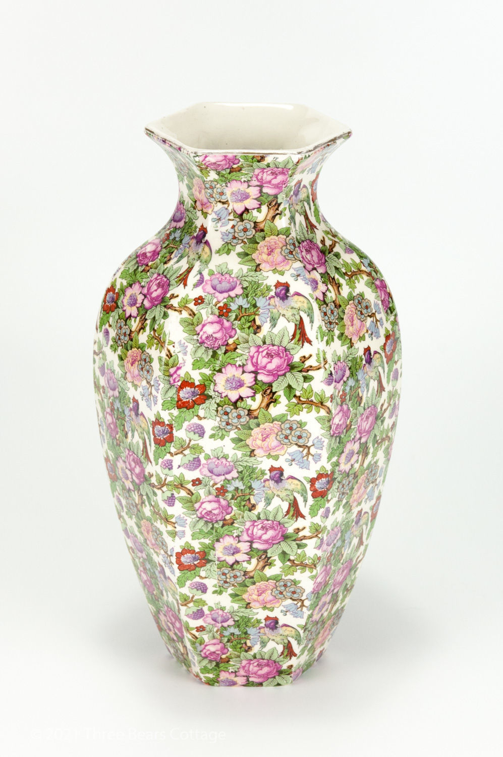 Main vertical picture of large Crown Ducal chintz vase